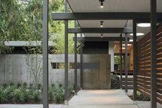 18 Ideas House Entrance Exterior Modern Mid Century by Trellis Design, Entrance Design, House Entrance, Entrance Ideas, Modern Entrance, Modern Entryway, Modern Exterior, Exterior Design, Gray Exterior