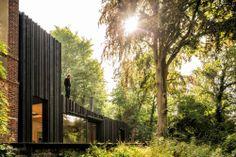 Minimalistischer Anbau in der Normandie / Im Wald verschwunden - Architektur und Architekten - News / Meldungen / Nachrichten - BauNetz.de