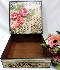 Caixa multiuso em MDF para uso geral. Vintage Shabby Chic, Vintage Floral, Scrapbook Vintage, Arte Country, Decoupage Box, Diy Box, Keepsake Boxes, Paper Dolls, Wedding Cards