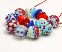 CLO Beads - More Bright Colours in Pale Green Sky Blue Cobalt and Red - Handmade Artisan Glass Lampwork SRA op Etsy, 29,57 €