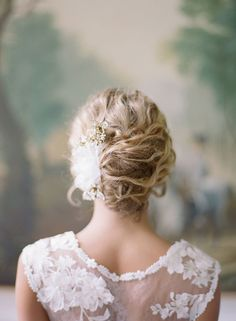 Bridal Hairstyles Inspiration : Loose romantic updo | Photography: Audra Wrisley