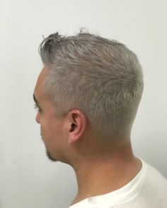"22 Me gusta, 1 comentarios - •SEATTLE STYLIST | BALAYAGE | (@bellohairr) en Instagram: ""#grayhair #cut #color #sexycut#seattlebalayagespecialist #haircolor #hair #stylist #hairstyle…"""