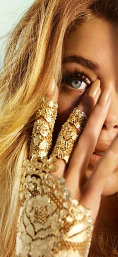 The Midas Touch – ​mario testino, doutzen kroes, gold lace embellished glove Doutzen Kroes, Mario Testino, Jasmin Sanders, Set Fashion, Gold Fashion, Fashion Beauty, Fashion Shoot, High Fashion, Blonde Fashion