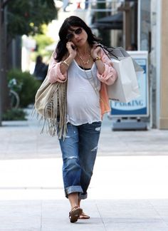 you can do casual chic like fashionably pregnant Selma here