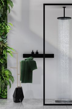Diamond is a three-tier towel rack produced in polished brass and supported by a diamond-shaped base built-in Nero Marquina marble. Enhance your bathroom decor with this sleek and contemporary design piece produced with attractive high-end finishes.