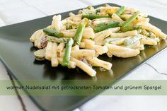 warmer Nudelsalat mit getrockneten Tomaten und grünem Spargel - Monstergraphie