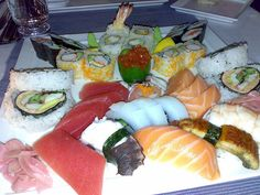 for all sushi lovers lolz     http://www427.litado.edu.vn/2013/03/21/cach-lam-kimbap  .