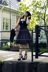 Musta enkeli vei päivänsankarin…eli näin loistat synkkänä kesäjuhlissa! Lue uusi Miss Ruki Ver EMP-blogi.