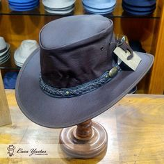Preparad@ para las novedades?  Vienen directas desde Australia! Sombrero Roo Nomad - Marrón - de piel de canguro (plegable). Precio: 99€ #Sombrero #Hat #Adventure #Aventura #Australia #leather #sombrerosconestilo #sombreroscondiseño #sombrerostyle #hatoftheday #fashion #fashiongram #style #streetstyle #instafashion #inspo #instastyle #instafashion #fashionaddict #chic #plegable