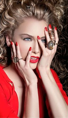 Keep the Glamour/ Be stay Beautiful Glamour, Beautiful Lips, Shades Of Red, Red Fashion, Red Lips, Lady In Red, Editorial Fashion, Fashion Photography, Halloween Face Makeup