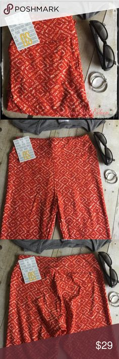 🆕 LulaRoe ORANGE & CREAM DIAMOND OS Leggings 💙 🆕 LulaRoe ORANGE & CREAM DIAMOND OS Leggings 💙🍊CREAMSICLE! These are made in Vietnam. * I am not a consultant… I am just a LulaRoe addict and love the hunt to find great prints! Enjoy! {$25 is not an acceptable offer} LuLaRoe Pants Leggings