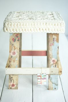 Love the neutrals! Wood and yarn, always pretty together. And, wow, the floral painted legs are pretty beautiful!