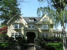 Homes for sale Portland Oregon. Portland MLS listings and information about homes for sale in Portland Oregon, from Accredited buyers agent - Jolynne Ash Portland Neighborhoods, Craftsman Style, Victorian Homes, Old Houses, Curb Appeal, Home Art, Bungalow, Oregon, The Neighbourhood