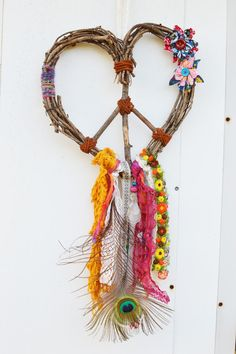 Love Gypsy Heart Wreath Peace Dream Catcher by on Etsy Kids Crafts, Diy And Crafts, Craft Projects, Arts And Crafts, Dreams Catcher, Dream Catcher Boho, Hippie Woodstock, Deco Nature, Heart Wreath