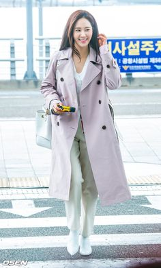 Yuri Ootd Fashion, Girl Fashion, Airport Fashion, Kwon Yuri, Airport Style, Snsd, Mix Match, Girls Generation, Jeans Style
