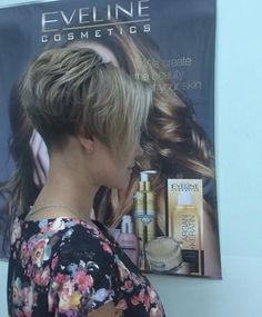 Curly Inverted Bob, Short Stacked Bob Haircuts, Graduated Bob Haircuts, Cute Short Haircuts, Short Bobs, Short Hair Back View, Short Wedge Hairstyles, Growing Out Short Hair Styles, Pixie Haircut For Thick Hair