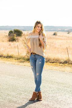 29 ideas photography poses women portraits high schools for 2019 Photography Poses Women, Girl Photography, Fashion Photography, Vaquera Sexy, Look Body, Sexy Cowgirl, Sexy Jeans, Fashion Pictures, Style Pictures