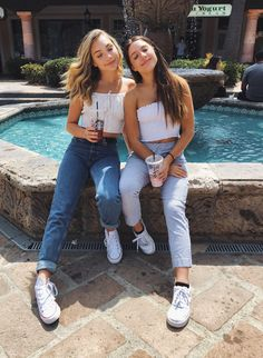 I love there bff like sister bond Bff Pictures, Best Friend Pictures, Friend Photos, Summer Outfits, Cute Outfits, Mode Blog, Cute Friends, Best Friend Goals, Girl Gang