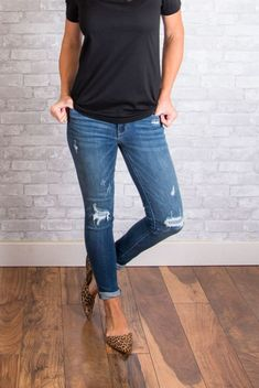 Watch out leggings…denim is back and more comfortable than ever! These JoJo Jeans are Ah-mazing…they have great stretch that hug all the right places, but also have a structured feel. Mom Outfits, Jean Outfits, Spring Outfits, Cute Outfits, Cute Fashion, Fashion Outfits, Womens Fashion, Spring Summer Fashion, Autumn Winter Fashion