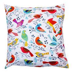 Fröhlich bunte Kissenbezüge aus blauem oder weissem Baumwollstoff, der mit bunten Vögeln bedruckt ist. Diese Kissenbezüge sind nicht nur für das Kinderzimmer, sondern auch für jedes Sofa, auf dem...