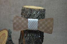 http://www.perren.ru/#!shop/c7t8 Деревянный галстук-бабочка для мужчины: 4,5х11,5 см. Цена: 950 руб. Деревянный галстук-бабочка для девушки или ребенка: 4х10 см. Цена: 750 руб.  Оформить заказ: Viber, WhatsApp +7 (915) 567-75-84