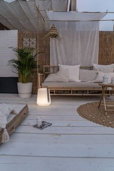 The Hippest Nautical Patio Décor Ideas to Try For a Better Backyard outdoors A shinny day and warm night approaches. It is time to enjoy it in your patio. But, wait a minute, is your patio going to waste? What do you have in yo. Outdoor Spaces, Outdoor Living, Outdoor Decor, Pergola Designs, Pergola Plans, Balcony Garden, Architecture Design, New Homes, Interior Design