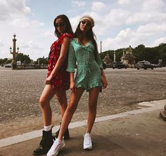 Hailey and Nil Sani Trendy Outfits, Summer Outfits, Cute Outfits, Holiday Outfits, Hailey Sani, 90s Fashion, Fashion Outfits, Fashion Killa, Paris Outfits