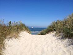 Doorkijkje duinovergang vak blauw @Stortemelk #Vlieland #Wadden Beautiful Places In The World, See It, Countryside, Holland, Beaches, Rustic, Sea, Antique, Natural