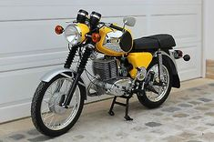 """1981 MZ ~ Mik's Pics """"Bikes, Trikes, and Unicycles ll"""" board European Motorcycles, Vintage Motorcycles, Cars And Motorcycles, Ddr Brd, Motorcycle Store, Beast From The East, Super 4, Old Bikes, Bike Style"""