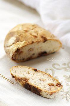 pain au levain, nOisettes et raisins