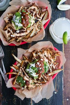 Tijuana Street Fries- Topped with Chipotle Carnitas, Spicy Queso & Toppings Mochi, Tapas, Cooking Recipes, Healthy Recipes, Delicious Recipes, Vegetarian Recipes, Fries Recipe, Mexican Food Recipes, Ethnic Recipes