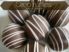 Perfect Oreo Truffles  on MyRecipeMagic.com are so delicious and perfect for gift giving! #oreo #truffles
