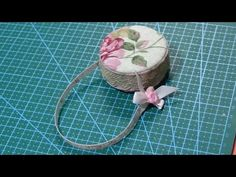 Estuche para guardar nuestro metro - YouTube Pin Cushions, Creations, Patches, Hoop Earrings, Crafty, Accessories, Youtube, Jewelry, Ideas Para