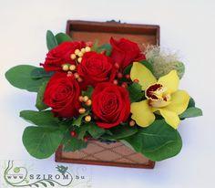 fa ládikó orchideával, 5 vörös rózsával (17cm) - Szirom Fa, Floral Wreath, Wreaths, Home Decor, Decoration Home, Room Decor, Bouquet, Flower Band, Interior Decorating
