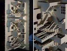 """Unglaublich detailliertes Papierarbeit-Projekt namens """"Paper Architecture"""" der aus Amsterdam stammenden Künstlerin Ingrid Siliakus, die aus dünnsten Papierschichten 3D-Kunstwerke erschafft, welche teilweise wie die Skylines ganzer Städte daherkommen. Da wird geschnitten, geknickt und gefaltet, einige Ihrer Arbeiten gibt es sogar als Faltbuch (siehe Bilder 6-8). Die Artworks werden aus verschiedenen Schichten erstellt, ganz so wie ein Architekt sein Gebäude designed: """"To... Weiterlesen"""