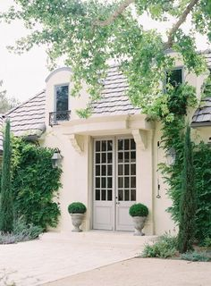 French Country Exterior, Country Interior, Modern Farmhouse Exterior, French Country House, Country Chic, Exterior Paint, Exterior Design, Exterior Doors, H & M Home