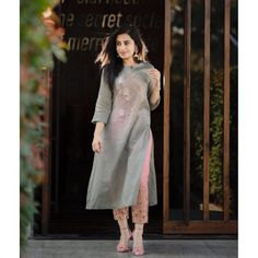 Stylish Designer Kurti with Designer Pant Simple Kurti Designs, Kurta Designs Women, Salwar Designs, Pakistani Dresses, Indian Dresses, Indian Outfits, Indian Designer Outfits, Designer Dresses, Stylish Dresses