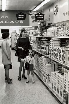 """""""The arrival of the supermarket, it changed our lives forever"""" Vintage Ads, Vintage Shops, Mystery Of History, The Good Old Days, Courses, Vintage Photographs, Old Photos, Childhood Memories, The Past"""