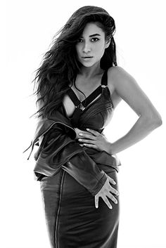 """Pretty Little Liars Shay Mitchell as """"Emily Fields"""" Pretty Little Liars Seasons, Pretty Little Lairs, Black And White Stars, Black And White Pictures, Shay Mitchell, Mary Drake, Laura Leighton, Sasha Pieterse, Hot Brunette"""