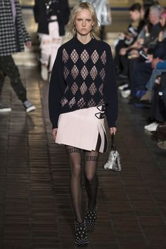 Alexander Wang New York - Spring Summer 2020 Ready-To-Wear - Shows - Vogue. Style Couture, Couture Fashion, Runway Fashion, Womens Fashion, Alexander Wang, Minimal Fashion, High Fashion, Fashion Show, Fall Fashion 2016