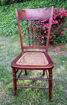 ANTIQUE VINTAGE OAK CARVED SPINDLE BACK ~CANE SEAT~ WOOD CHAIR ~ EARLY  1900u0027s??