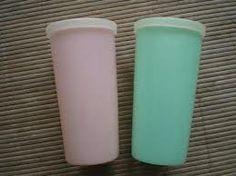 tupperware jaren 70 - drinkbekers voor school. Er kwam altijd zo'n vieze plastic smaak aan na een tijdje.