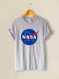 chemise de la NASA la nasa t-shirt taille S-XL par lifegrowth – Ginger Roberts - Space Nasa Clothes, Women's Summer Fashion, Mode Style, Shirt Outfit, Cute Outfits, T Shirts For Women, Womens Fashion, Mens Tops, Helix Nebula
