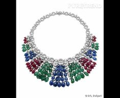 Bulgari        Collier en or blanc, émeraudes, saphires, rubis, et diamants.