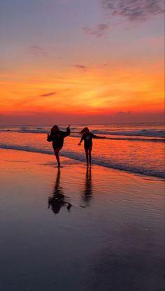 Cute Friend Pictures, Best Friend Pictures, Friend Pics, Friend Goals, Beach Aesthetic, Summer Aesthetic, Summer Pictures, Beach Pictures, Summer Feeling