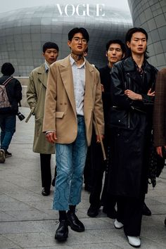 The best outfits from Seoul Fashion Week - The best outfits from Seoul Fashion Week - Mens Boots Fashion, Mens Fashion Blog, Mens Fashion Suits, Fashion Outfits, Men's Fashion, Fashion Shirts, Fashion Joggers, Cheap Fashion, High Fashion