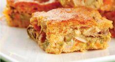 Confira a receita fácil e simples de torta de sardinha de liquidificador. Serve, aproximadamente, 8 porções. Leia também: Receita de torta de pão de queijo Receita de brócolis de liquidificador Torta de camarão Ingredientes: 2 latas de sardinha em óleo (sem pele ou espinha), bem escorridas (reserve u