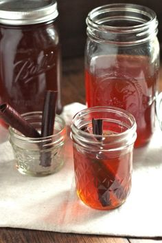 Apple Pie Moonshine Recipe by Ward Ward Ward {Country Cleaver} on… Party Drinks, Cocktail Drinks, Fun Drinks, Yummy Drinks, Alcoholic Drinks, Beverages, Cocktails, Cocktail Recipes, Apple Pie Moonshine