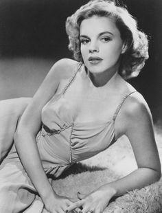 Judy Garland, effortless beauty #ENDOFTHERAINBOW #CTGLA  Bracelets for a Cause https://www.linksjewelry.com/Articles.asp?ID=273