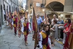 """From August 20 to 24  Pontremoli hosts Medievalis, an event that commemorates the arrival of Frederick II in Pontremoli in 1226. Those are four days full of games in honor of the emperor, called """"Challenge of the Cazzaguerra Cortina"""" which features the historical districts of Imoborgo, Sommoborgo and Contado."""